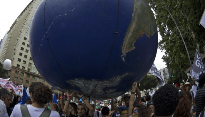 Manifestation en marge du sommet Rio + 20, Rio de Janeiro, Brésil, le 20 juin 2012 (C.SIMON/AFP).